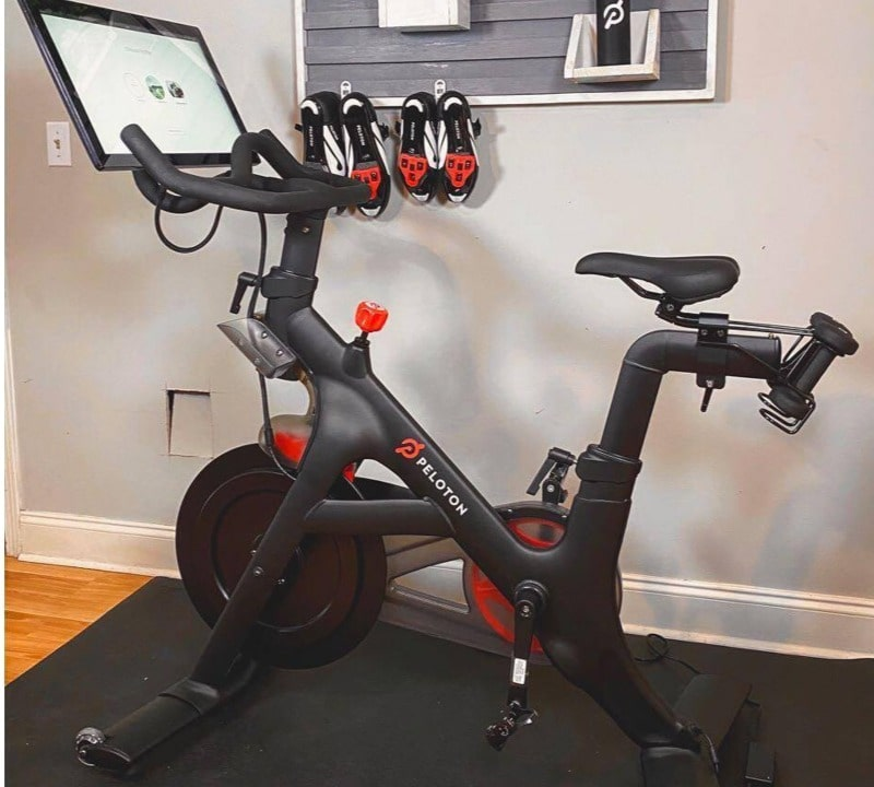features, specs and tech of Peloton bike