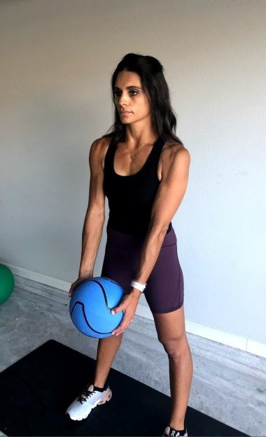 bicep curl with medicine ball 1