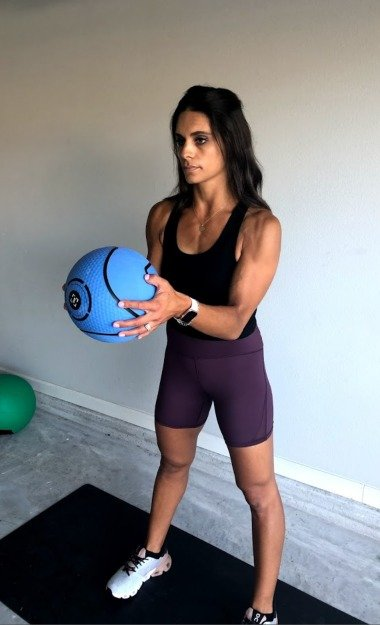 bicep curl with medicine ball 2