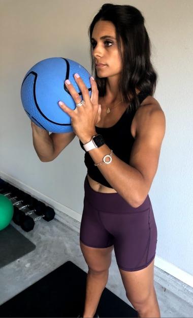 shoulder press with medicine ball 1