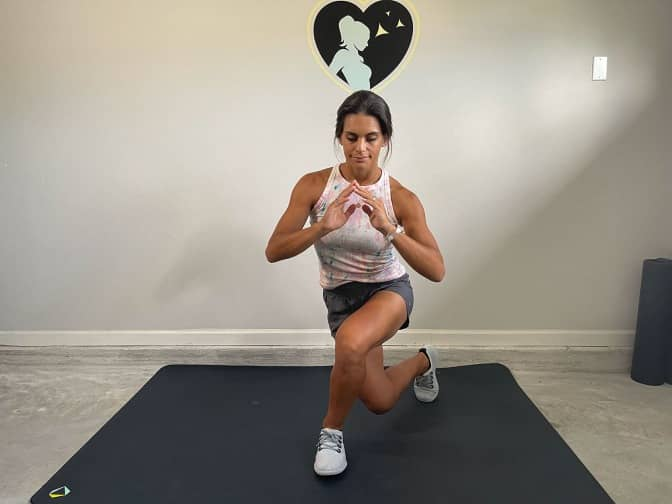 position for curtsy lunges